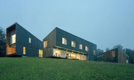 Architect Kyu Sung Woo designed the three modernist metal and wood houses which allowed his family to live together in Vermont. © Tim Hursley/The Arkansas Office